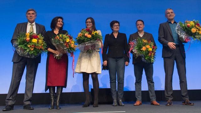 Silvia Schenker (3.v.l.) , Anita Fetz (3.v.r.) und Beat Jans (genz rechts) bei ihrer Wiederwahl.