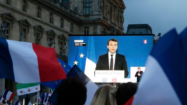 Emmanuel Macron vor dem Louvre.