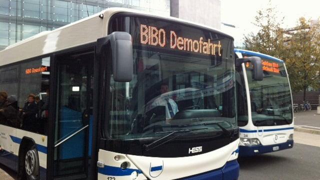 Bus der Zugerland Verkehrsbetriebe mit der Anzeige «BIBO Demofahrt»