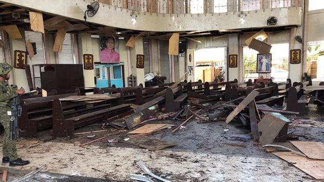 Explosion in der Kirche.