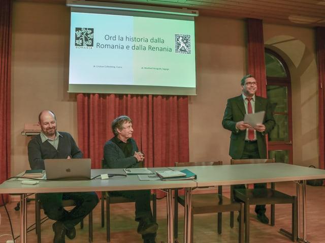Ils referents e Jan-Andrea Bernhard, che presenta els.