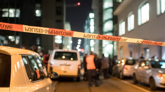 Ina via bloccada da la polizia