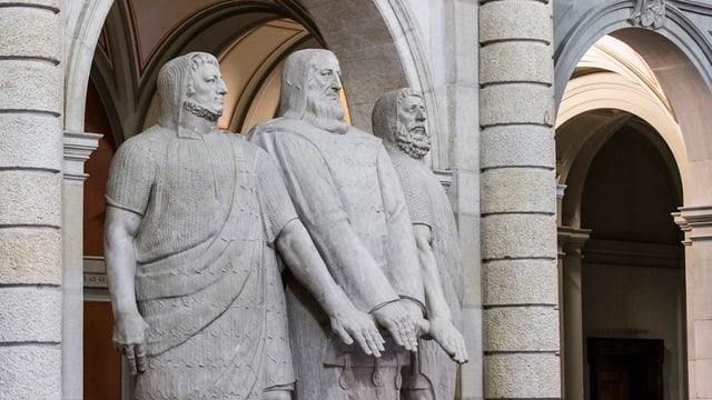 Statue der drei Eidgenossen im Bundeshaus