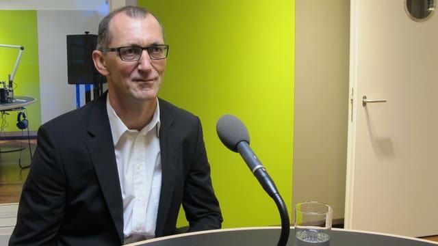 Werner Hösli bei einem früheren Interview im SRF-Studio St. Gallen
