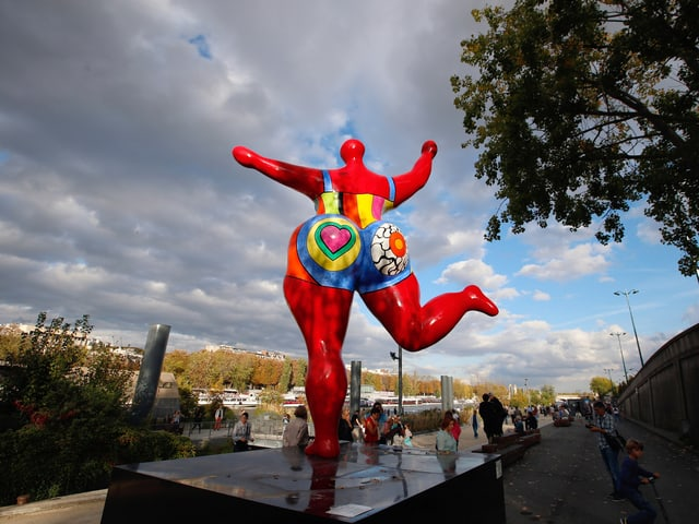 «Dancing Nana» von Niki de Saint Phalle in Paris.