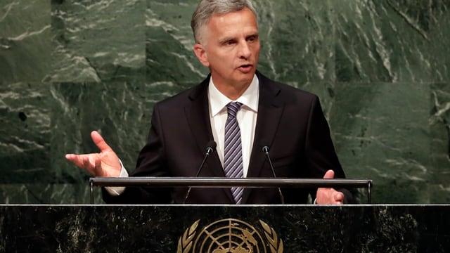 Aussenminister Burkhalter am Rednerpult im UNO-Gebäude in New York.