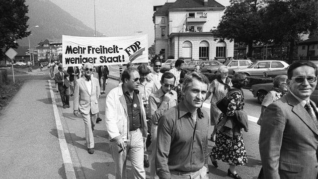 Demonstration von FDP-Parteigängern in Brunnen SZ.