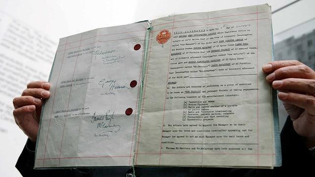 Der Vertrag mit den vier Unterschriften