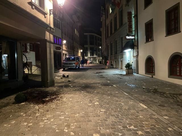 Beschädigungen und ein Polizeiauto in der Innenstadt von St. Gallen