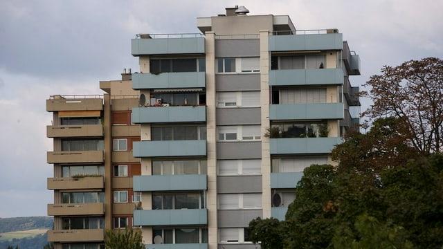 Zwei Wohnhochhäuser im Basler Lehenmattquartier