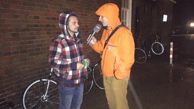 Flavio Tuor intervista Roland Vögtli en la plievgia da Groningen