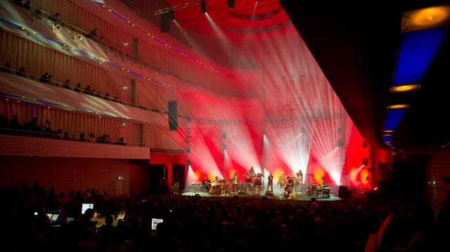Der verwandelte KKL-Konzertsaal am Blueballs - hier beim Auftritt der Söhne Mannheims im Jahre 2012.