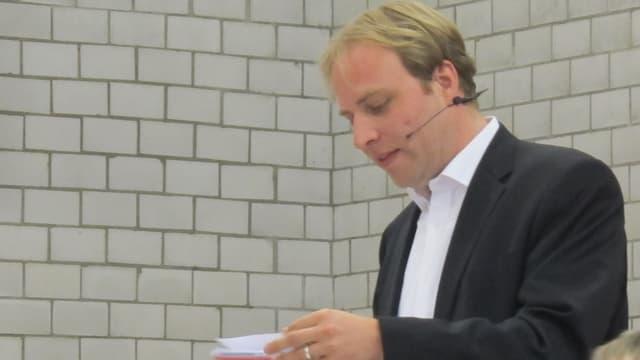 Marco Hardmeier beim Referieren