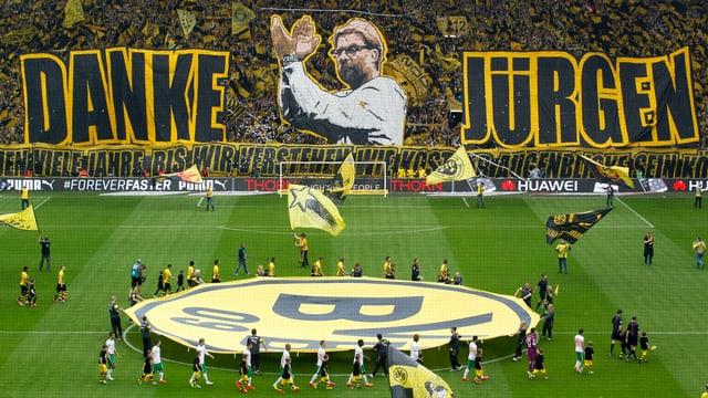 Das Dortmunder Publikum verabschiedet sich von Jürgen Klopp.