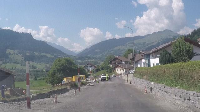 Il plazzal da la via chantunala a Schluein.