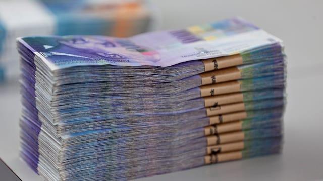 Grosses Bündel 1000-Franken-Noten