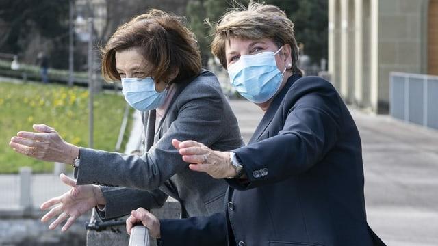 Verteidigungsministerin Viola Amherd begrüsst ihrer französische Amtskollegin Florence Parly