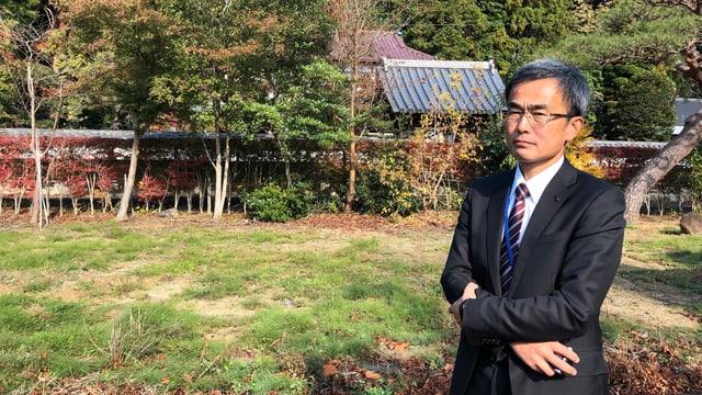 Shouzo Sasaki vor seinem alten Haus.