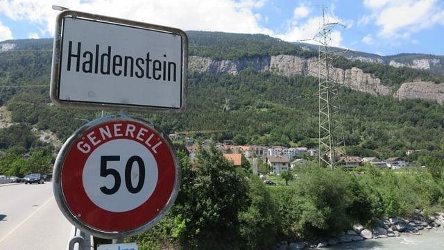Haldenstein è prest ina part da Cuira.