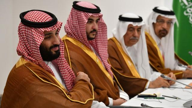 4 Männer aus Saudi-Arabien.