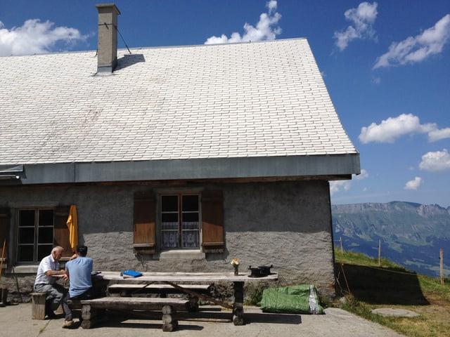 Besuch des Alpinspektors auf dem Obersäss.