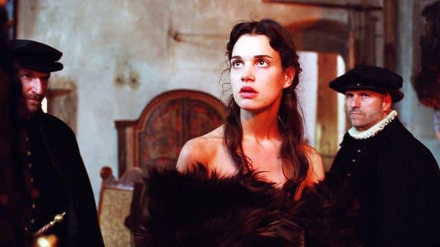 Eine Frau mit dunkeln Haaren.