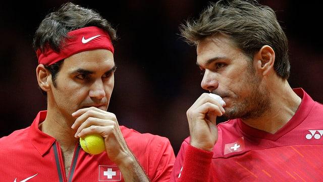 Roger Federer und Stan Wawrinka wollen den zweiten Punkt holen.