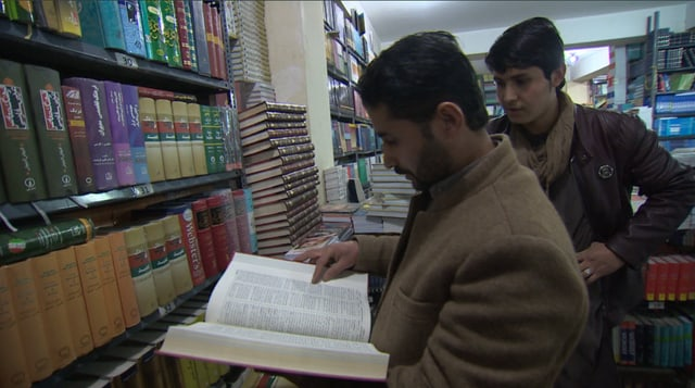Karimi in seiner Buchhandlung