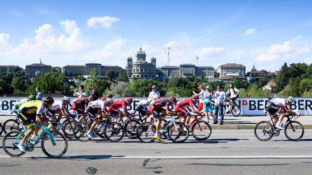 Tour de France vor dem Bundeshaus.