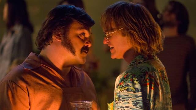 Jack Black (links) und Joaquin Phoenix (rechts) unterhalten sich im Rahmen ihrer Filmrollen.