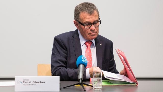 Portrait des Zürcher Finanzdirektors Ernst Stocker