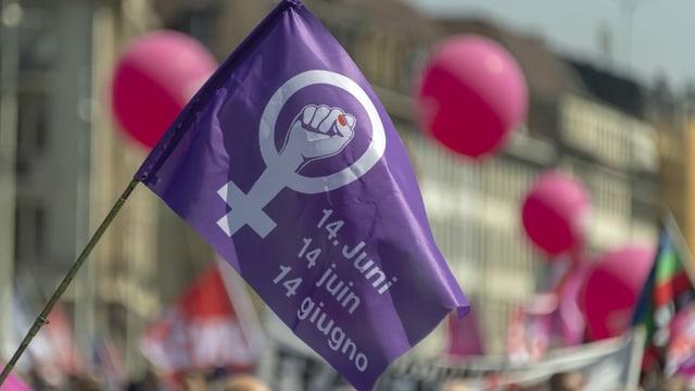 Flagge am Frauenstreik.