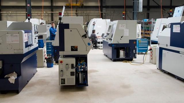 Blick in die Produktionshalle des Drehmaschinenherstellers Tornos