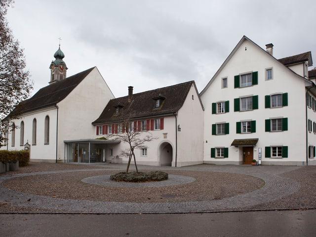 Idyllisch gelegen – Kloster Mariazell in Wurmsbach am Oberen Zürichsee.