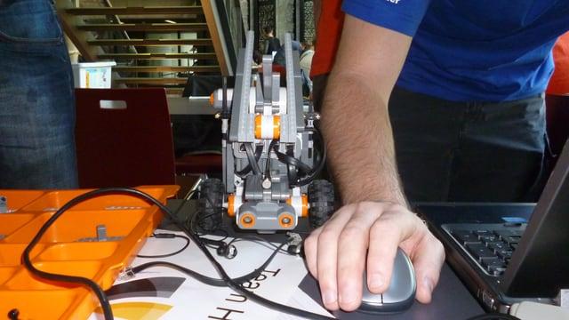 Bauteile, Kabelsalat und Programmierstress - die Roboter fordern ihre Erfinder heraus