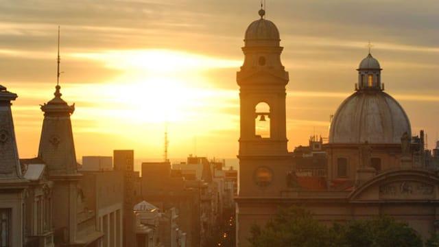Die Stadt Montevideo im Abendlicht.