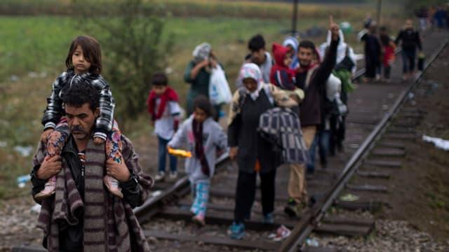 Fugitivs en direcziun vest suenter ch'els han surpassà il cunfin tranter la Serbia e l'Ungaria.