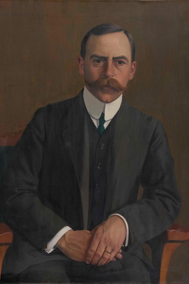 Porträt von Arthur Hahnloser, der Augenarztsitzt auf einem Stuhl, trägt einen Anzug und hält seine Hände auf dem Schoss.
