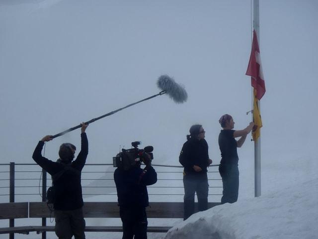 Kamerateam im Nebel.