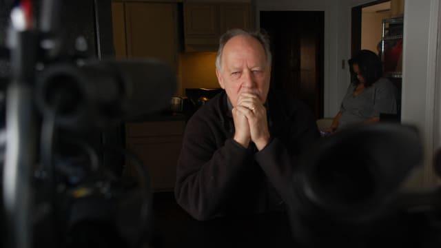 Portrait von Werner Herzog im Todestrakt bei den Dreharbeiten zu «Death Row»
