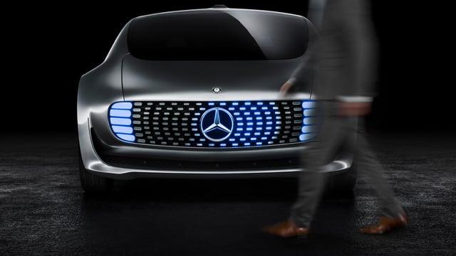Das Bild zeigt das Forschungsfahrzeug «F 015» von Mercedes-Benz.
