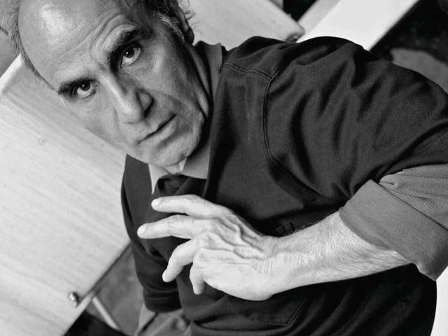 Porträt des iranischen Filmregisseurs Amir Naderi.