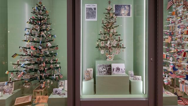 Das Hakenkreuz am Weihnachtsbaum