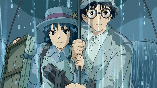 Ein Mann und eine Frau stehen unter einem Regenschirm