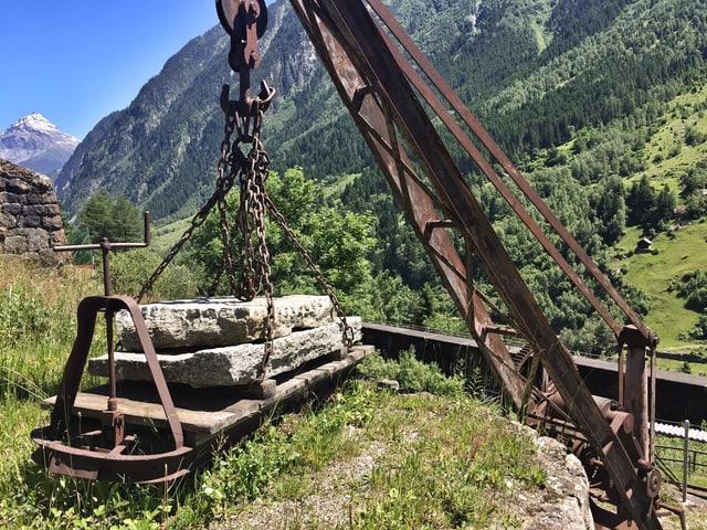 Dank der Eisenbahnlinie unterhalb des Steinbruchs konnte der Granit direkt auf die Bahn geladen und weitertransportiert werden.