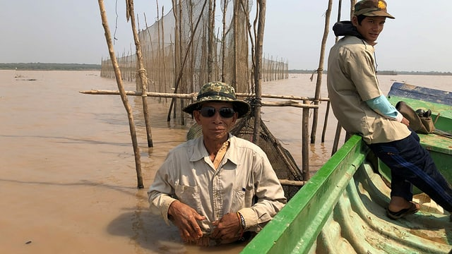 Kambodschanischer Fischer im Tonle Sap See in Kambodscha.