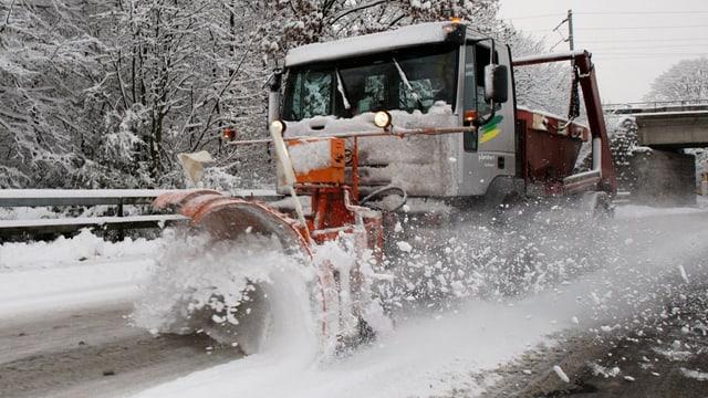Auch beim Strassenunterhalt und bei der Schneeräumung soll gespart werden.
