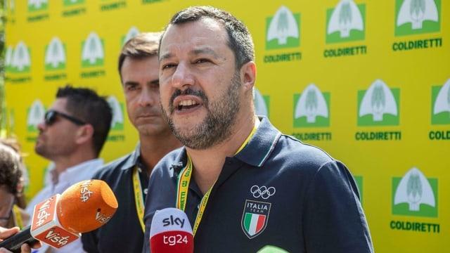 Matteo Salvini spricht mit Journalisten