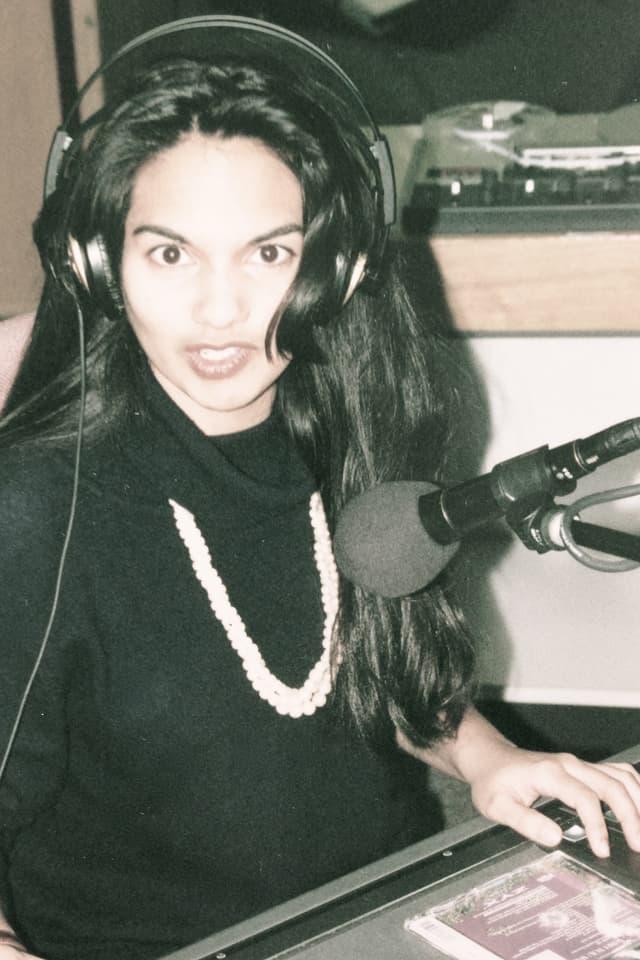 17 Jahr, schwarzes Haar und infiziert mit dem Radio-Virus.