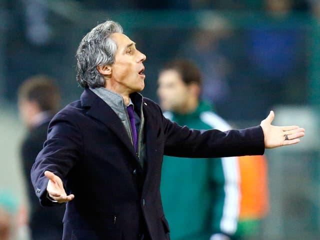 Paulo Sousa gestikuliert an der Seitenlinie.